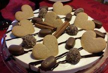 Omasta keittiöstä / Jälkkärikakku ; piparkakku-kahvi Kanelikeksi-pohja, jouluisen makuista rahkaa, kermaa, kahvia ja liivatetta.