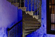 pe niste scari
