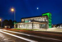 Pharmacie Bandel - Belleville / La più grande Farmacia 3.0 creata fino ad ora sul territorio francese, un esempio unico di customer experience. Partendo dall'esterno con l'ideazione di volumi regolari e sovrapposti che si combinano per dar forma ad un edificio unico contraddistinto da un'icona – il faro verde –, sino ad entrare in un ambiente in armonia con i concetti chiave di salute ed accompagnamento terapeutico. #pharmacy #design #farmacia #retail #pharmacie #interiordesign