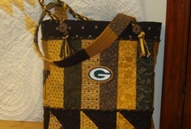 Tote About Title Towne / Show your Green Bay Packer enthusiasm by sporting this attractive bag! Kit includes everything you need, fabrics, interfacings, lining--Your choice of buttons and handles