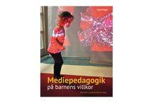 Böcker, bloggar och tips i Skoldatatekssvängen / Den här listan kommer att innehålla läs-, text-, bok-, hemsidor, filmtips som berör Skoldatatek. Listan formas i samarbete mellan Skoldatateket i Stockholms stad och Ulrika Jonson