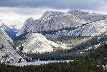 "Tenaya Lake - Yosemite Park / Le long de la Tioga road dans le parc de Yosemite en Californie, nous découvrons le lac ""Tenaya Lake""."