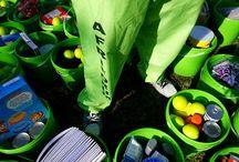 #Groenemmerprojek / AfriForum Jeug het in Augustus 2014, een duisend 10 liter groen emmers landwyd aan minderbevoorregte jongmense in kinderhuise oorhandig. Elke emmer is gevul met skryfbehoeftes, nie-bederfbare voedsel en toiletware.