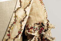 šaty vyšivane 1700
