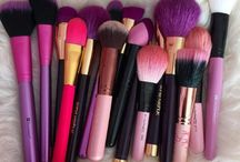 brushes❤ / you need brushes for your makeup. Here are all my favorite, fancy brushes