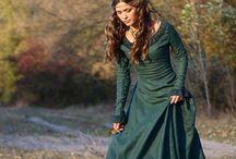 Sukienki Średniowieczne