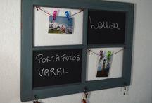LOUSA COM VARAL PARA FOTOS / Quadro com lousa , porta chaves, varal para recados e fotos