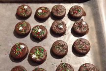 Holiday Treats / Chocolate dipped Oreo's with sprinkles / by Kim Trouard