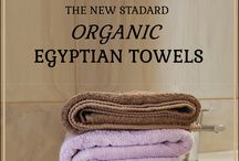 Ekologiska badrums-måsten! / Tillverkningen av Haldis handdukar: • sker i enlighet med de mest ambitiösa kraven (GOTS och Fairtrade), dvs. ekologiskt och rättvist • innehåller 100% av den mest exklusiva bomullen på marknaden idag (Ekologisk egyptisk långfibrig Giza bomull) • håller flera gånger längre än dagens konventionella producerade handdukar och hårdnar inte med varje tvätt (de blir istället mjukare!). Handla dem online på http://haldi.se/sv/ eller www.myhaldi.com.