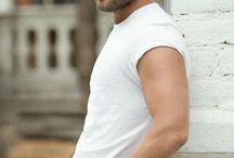 Z męskiej szafy: biały t-shirt