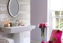 i {DECORATE} - Powder Room / This is a collection of DIYs and decor inspiration for bathrooms. To see my home decor and projects, head over to ashleycamber.com.