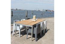 Buiten | Tuintafels / Bekijk hier onze fraaie collectie tafels voor #buiten. Hier heb je keuze uit betaalbare #design #tuintafels!