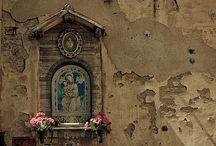 Ołtarze i kaplice (Altars and chapels)