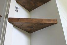 Planken aan de muur