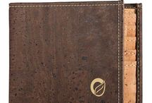 Vegan Bifold Wallet for Men / Looking for a new vegan wallet? Check out this unique bifold cork wallets for men's, handmade from non-leather materials in Portugal. Eco-friendly and sustainable bi-fold wallets for man at Corkor.