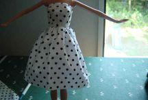 Barbiekläder och tillbehör