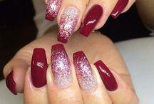 Christmas Nails / Christmas Nail Designs, winter nails, Christmas nails, festive nails, acrylic nails, coffin nails, square nails, nail design, simple matte nail design, snowflake, shellac nail, nail polish, blue nail design, black nail design, glitter nail design, classy nails, almond nails, round nails, short nails, long nails, burgundy nails, white nails, nail art, nail ideas, long nails, Opi nails,  purple nails, gray nails, silver nails, gold nails, elegant nail art, sparkly nail art, sparkly nail design
