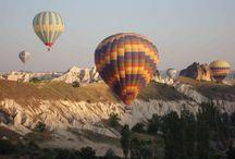 Kappadokien / Kappadokien ist eine märchenhafte Berglandschaft in der Türkei. Sie ist vor allem bei Wanderern, Kletterern und Ballonfahrern beliebt.