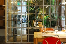 Bar Tomate | Grupo Tragaluz / En el barrio madrileño de Chamberí, este bar con cocina, abierto desde las 8:30h de la mañana, ofrece la posibilidad de comer todos los días a cualquier hora. Su carta se basa en platos mediterráneos de mercado, Bar Tomate es un local simpático y fresco, dónde se sirven desayunos, comidas, platos del día, cenas, cócteles, vinos y copas. Las noches de los viernes y sábados Dj hasta las 2:30 de la madrugada