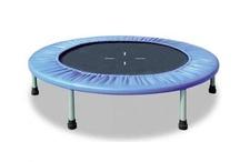 Fitness sur Trampoline  / On ne cessera de le répéter : Le trampoline, c'est excellent pour la santé ! 10 minutes = 30 minutes de course à pied. Lancez-vous, sautez sur un mini-trampoline.