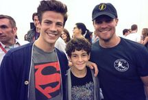 HEROES..!! flash,green arrow& a young Bruce wayne