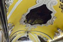 Moscow underground. / 共青團站(метро Комсомо́льская, Komsomolskaya Moscow underground station)是莫斯科地鐵環狀線的其中一個車站,位於库尔斯克站與和平大道站之間。共青團站被認為是莫斯科地鐵中最美麗的車站之一 #moscow.