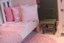 × Girls Room