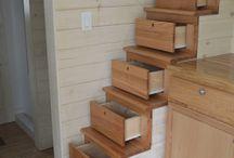 σκάλα με συρτάρια