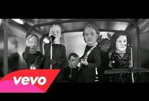 Música / Videos musicales muy buenos, videos musicales muy malos y videos musicales brillantes.
