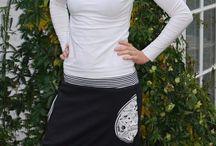 Partnerlook Mutter & Kind / Mode für Mutter & Kind im Partnerlook. Der Taschenstoff der Hosen, Röcke und Kleider wird jeweils bei Mama & Kind wieder aufgegriffen.