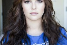 """ZoeY DeUtch /  Zoey Deutch (born November 10, 1994[2]) is an American actress and activist. She is known for portraying Rosemarie """"Rose"""" Hathaway in Vampire Academy (2014)"""