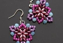 Superduo / Twin Beads / We're Czech Preciosa Ornela beads, Japan TOHO beads e-shop. In English = 8beads.com In Czech = koralkomat.cz In Russian = biser.ru Superduo beads: http://8beads.com/en_czech-seed-beads-superduo-c-59_85.html Twin beads: http://8beads.com/en_czech-seed-beads-twin-c-59_107.html