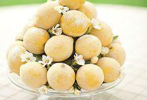 Yellow Wedding Ideas / Canary, lemon, gold... All shades of yellow wedding inspiration.