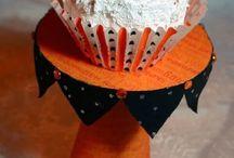 Artesanato com CD / Que tal usar na decoração aquilo que você achava que era lixo?  Aprende nesse board a fazer decoração com cd e também fazer reciclagem com cd. Confira lindos porta retrato de cd e saiba tudo sobre o que fazer com cds velhos e arte com cd. Aproveite e coloque o estilo faça você mesma em prática! #decoracaocomcd #reciclagemcomcd #portaretratodecd #artecomcd #diy
