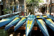 Perahu Kayak / Perahu kayak, digunakan kebanyakan dalam turnamen-turnamen olahraga air. Pembuatan berbahan dasar fiber glass, dengan kapasitas dan ukuran menyesuaikan pemesanan ataupun mengunakan standar produksi CV. Randoan.