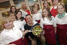 Adikids Projekt / Das Naturheilzentrum Bottrop engagiert sich für Adikids - ein Service des Adipositas Verband Deutschland e.V. Übergewichtige Kinder werden bei wöchentlichen Treffen dazu motiviert, sich mehr zuzutrauen und Spaß an der Bewegung sowie ein positives Lebens- & Körpergefühl zu bekommen. Die Heilpraktiker Farid Zitoun & Christian Rüger kochen gemeinsam mit den Kids und bringen ihnen so das Thema gesunde Ernährung näher.