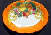 Italian Ceramic Pottery / Vietri Italy is the home of the factory that produces this vibrant, colorful, hand painted decorative platters. This ovale platter make a beautiful decoration for your kitchen and also make a lovely serving pieces. Each of these items is hand painted with a unique design, so no two are exactly alike, and yours may vary slightly from the one shown here.