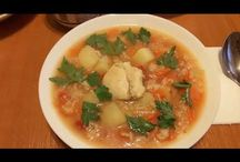 Chicken and rice soup. Ciorbă de pui cu orez. Куриный суп с рисом. / Ingredients: chicken-500g, rice-125g, 2 onions, 3 carrots, 4 potatoes, 1 pepper, tomato paste-80g, salt and peperocino, parsley . Ingrediente: carne de pui-500g, orez-125g, 2 cepe, 3 morcovi, 4 cartofi, 1 ardei, pasta de tomate-80g, sare și piper, pătrunjel. Ингредиенты: мясо куриное-500г, рис-125г, лук-2шт, морковь-3шт, картошка-4шт, один перец, томатноя паста-80г, соль и пеперочино, петрушка.
