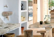 Ławka - alternatywa dla krzesła / Coraz częściej tradycyjne krzesła są zastępowane przez wygodne ławeczki do siedzenia. Stanowią fajną alternatywę także dla stolików - np. w przedpokoju i sypialni.