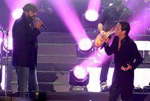 Dúo de Latinos / Juan Luis Guerra y Marc Anthony, sorprendieron a sus seguidores cantando juntos sobre el escenario en un concierto incomparable que se realizó el 15 de octubre en el Estadio Nacional. ¡Revive lo mejor de esa noche!