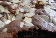 Cakes / Melted Brownies. Click this out to see the recipe http://uni-ewi.blogspot.com/2013/09/melted-brownie-with-almond-topping.html
