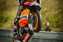 Motorcycle Wheelie / Wheelie