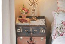 Suitcase side tables / Old suitcases
