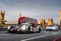 El nuevo Panamera 4 E-Hybrid Y el 919 Hybrid en Londres / El nuevo Panamera 4 E-Hybrid Y el Porsche 919 Hybrid, ganador de Le Mans, dan un llamativo paso por Londres.