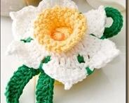 Flores tejidas y bordadas