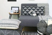 Inspiratie Zwart Wit in je interieur / Zwart wit toevoegen aan je interieur. Zwart wit kussens, banken , kleden en poef.