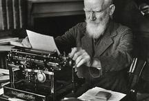 Escritores creando... / Escritores en pleno proceso creativo cuyas obras se pueden encontrar en Uniliber: Libros y Coleccionismo.