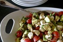 Leafy Noms / Delicious Salads / by Selina Held