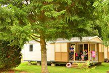 Camping l'Europe**** / Situé au cœur du Parc des Volcans d'Auvergne et à 800 mètres du Lac Chambon, le Camping L'Europe de Murol vous accueille dans un cadre naturel préservé et verdoyant propice à la détente et au dépaysement. Dans une ambiance familiale, les vacanciers profitent librement des installations du camping : piscine extérieure chauffée à 28°, toboggan aquatique, pataugeoire, tennis, aire de jeux pour enfants, ping pong, terrain de pétanque, de foot et de volley.