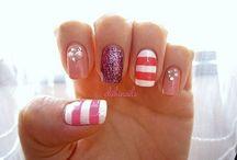 Pretty Nails / by Emma Tello